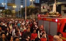 Centenas de fiéis participam de procissão com a Imagem Peregrina de Nossa Senhora de Fátima