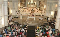 Missa dos Santos Óleos reúne fiéis na Catedral Metropolitana