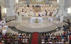 Clero arquidiocesano se reúne em missa com bênção dos Santos Óleos e renovação das promessas sacerdotais