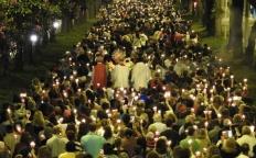 Milhares de pessoas participam de Missa e Procissão de Corpus Christi no Centro de Juiz de Fora