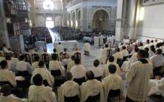 Missa da Unidade reúne todo o clero e milhares de fiéis na Catedral Metropolitana