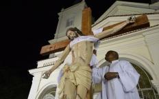 Descendimento da Cruz e Procissão do Enterro levam milhares de fiéis à Catedral Metropolitana