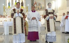 Centenas de fiéis participam de ordenação diaconal na Catedral Metropolitana